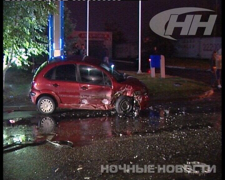 В Екатеринбурге спешивший на АЗС Citroen уничтожил «Ладу»