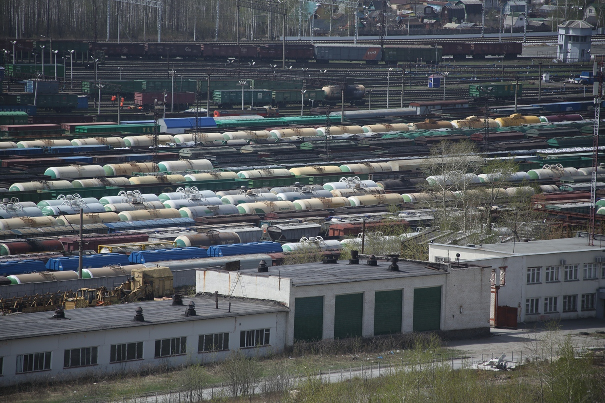 В Свердловской области с рельсов сошли вагоны с щебнем