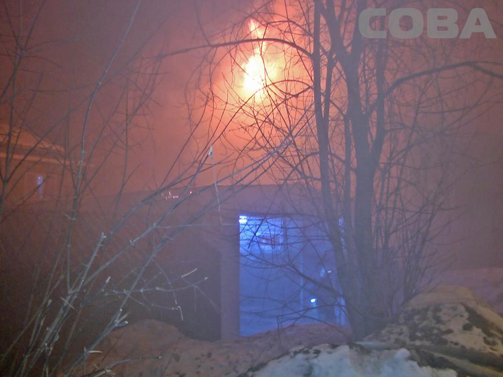 На Бакинских Комиссаров сгорел двухэтажный дом