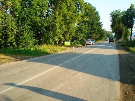 В Березовском Chery вылетел с трассы и врезался в дерево