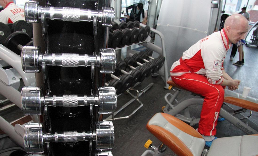 Утренняя зарядка на Портале 66.ru: качаем пресс с бодибилдером