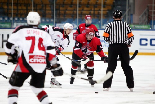 Хоккеисты «Авто» победили соперника из Челябинска