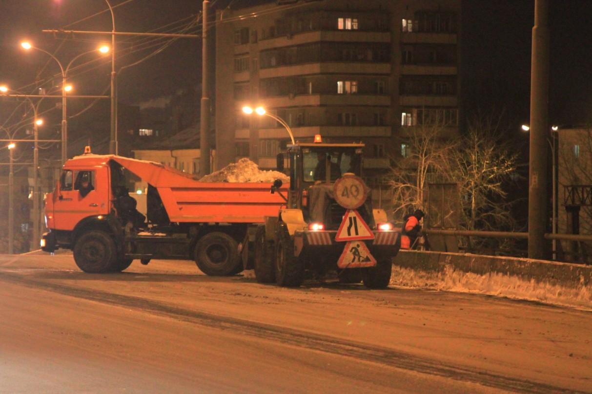 Снегоуборочная техника Екатеринбурга вышла из отпуска