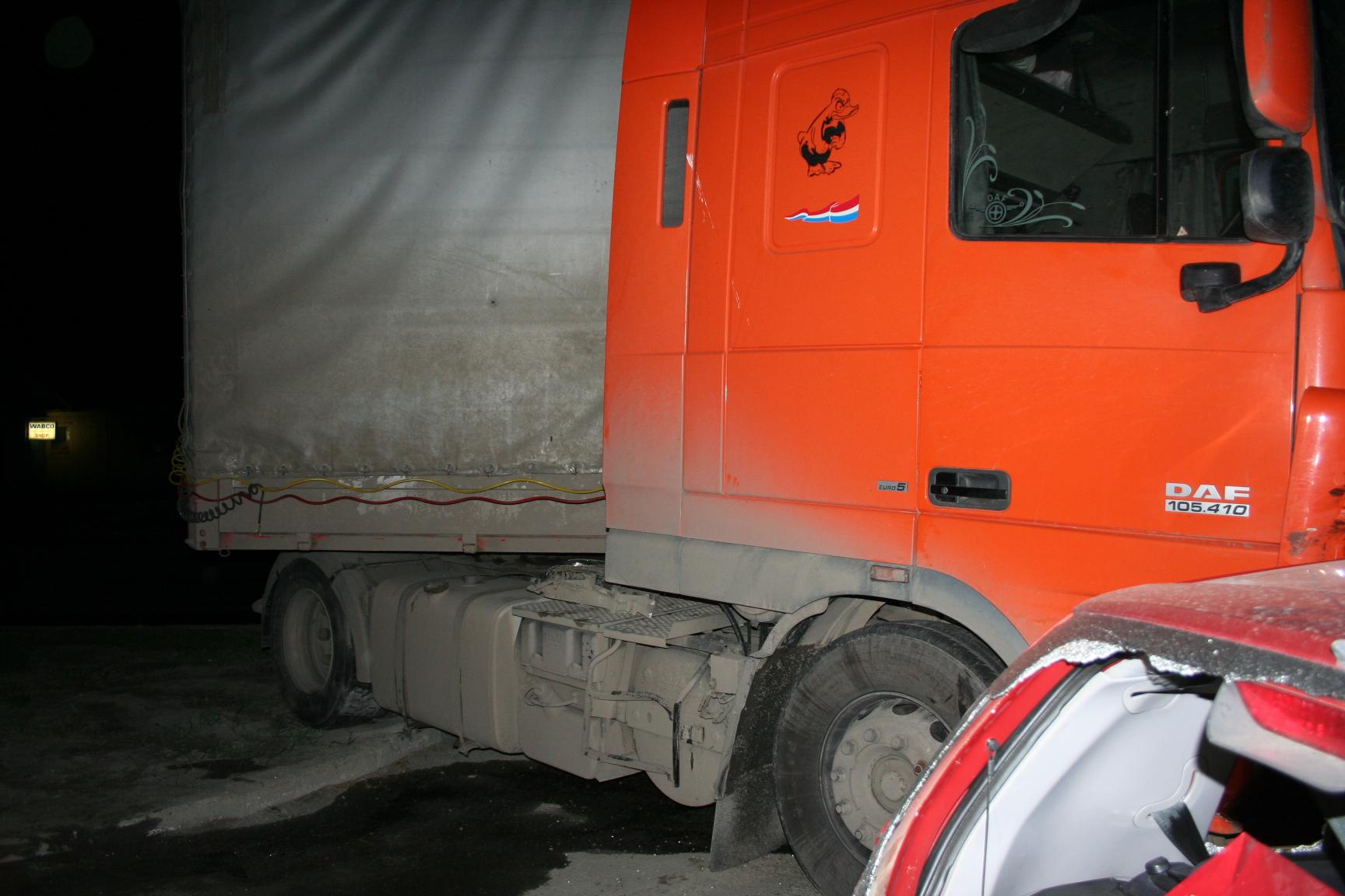 На дублере Сибирского тракта иномарка «подрезала» грузовик