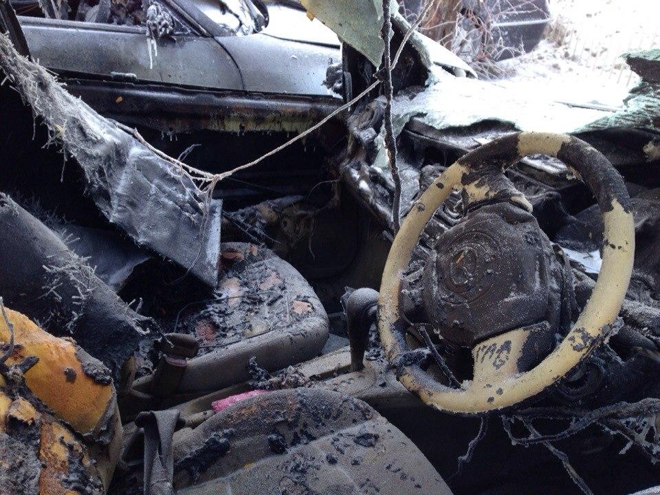 На Уралмаше опять горят машины на нелегальной парковке