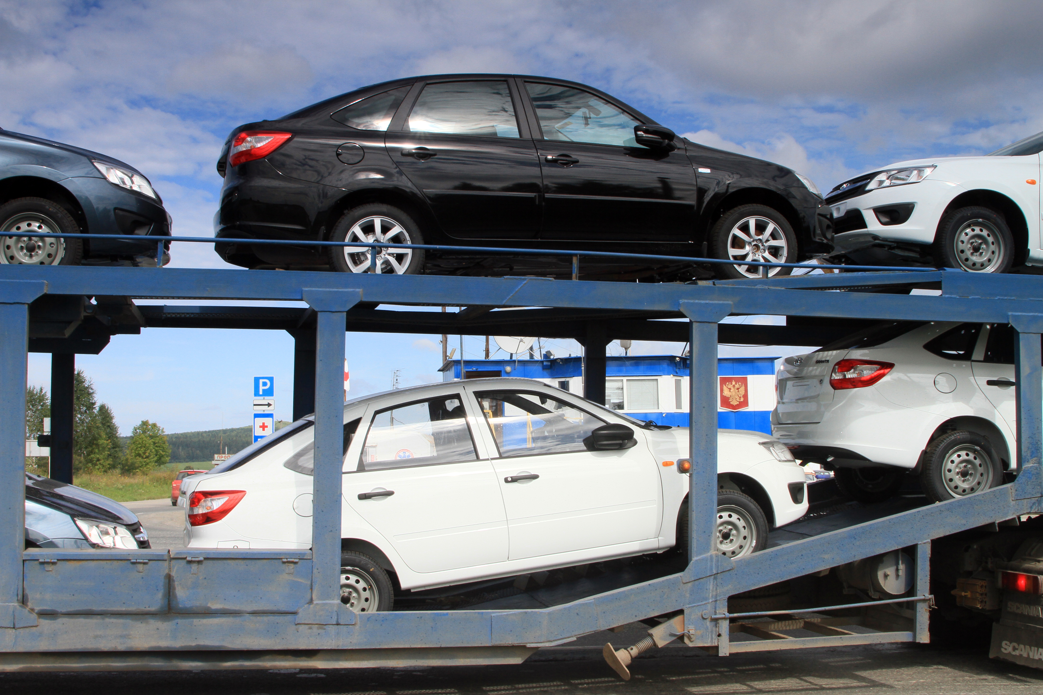 Обвал продолжается: продажи иномарок в Екатеринбурге падают с опережением