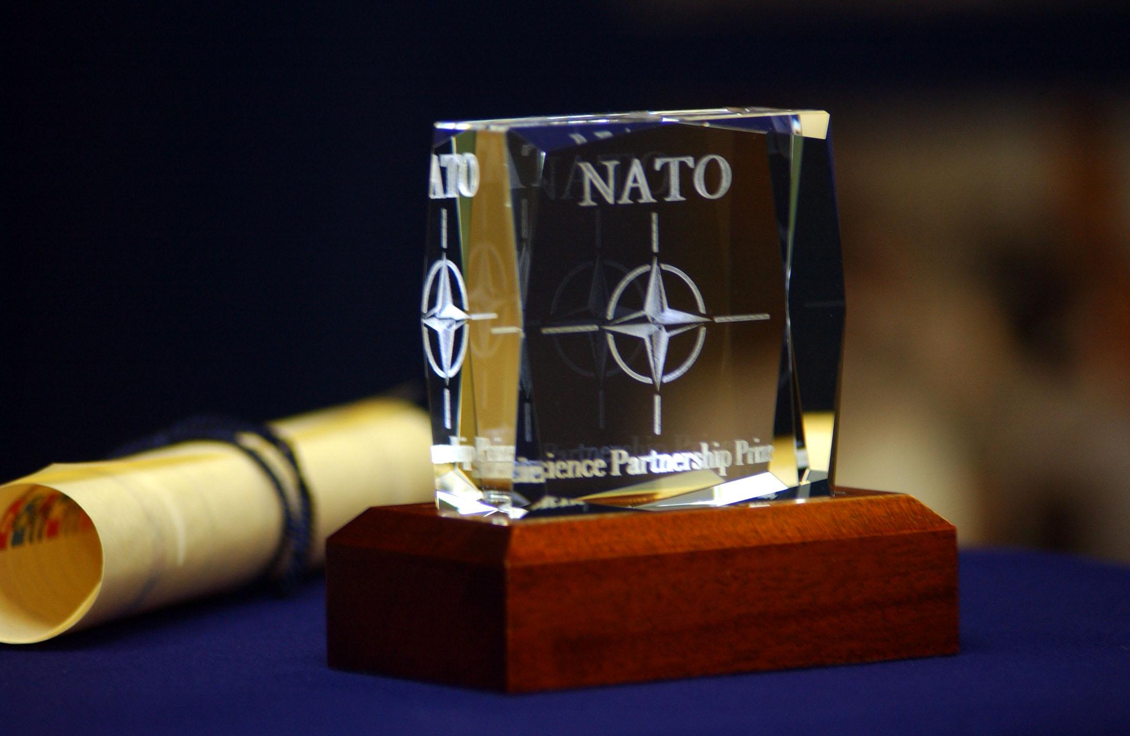 Новая холодная война? Россия и НАТО создали горячую линию, чтобы поддерживать связь