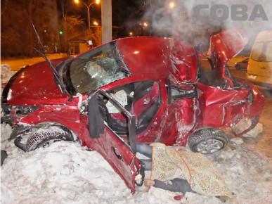 На Советской Hyundai нашел столб, погиб один человек