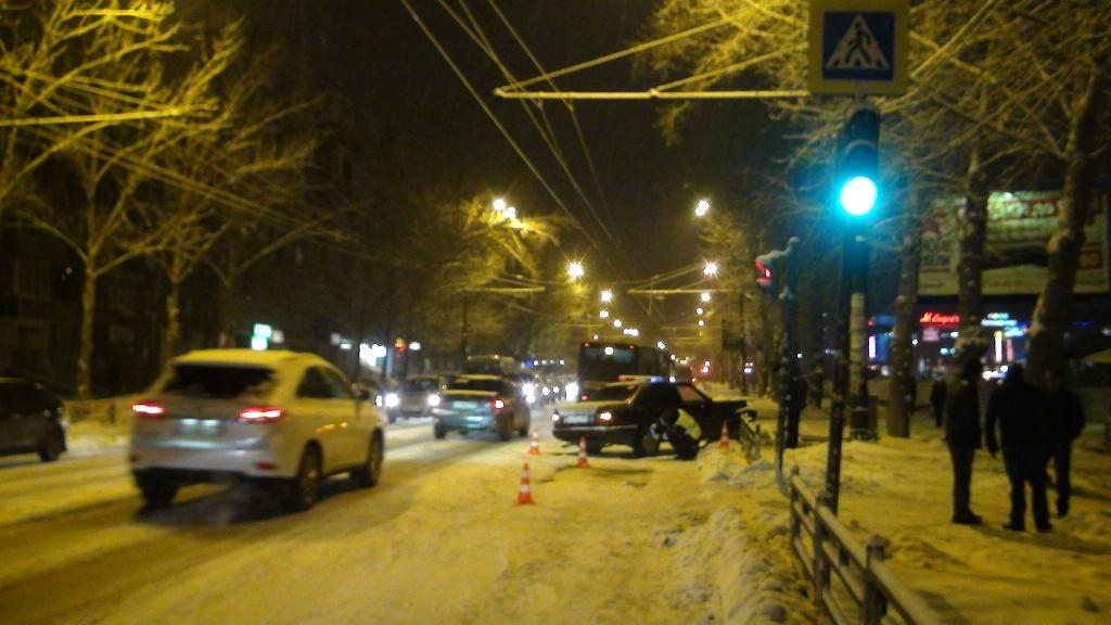 В Екатеринбурге 18-летний лихач на Mercedes сбил пенсионерку