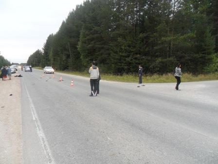 На трассе под Североуральском пешеход попал под мотоцикл