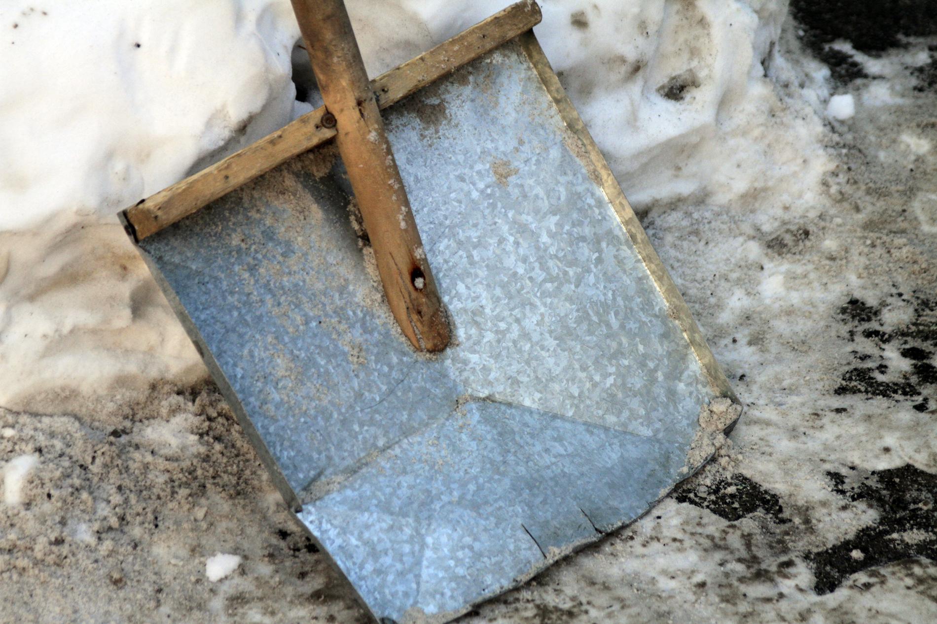 За плохую уборку дворов коммунальщиков штрафуют на десятки тысяч