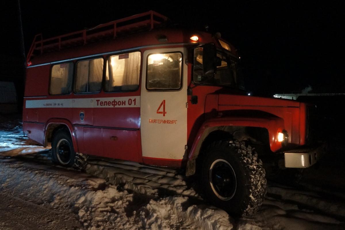 При пожаре в бывшем пионерлагере в Невьянске погибли три человека