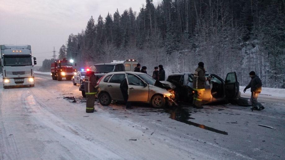 Land Cruiser vs UAZ Patriot: на Серовском тракте столкнулись четыре автомобиля