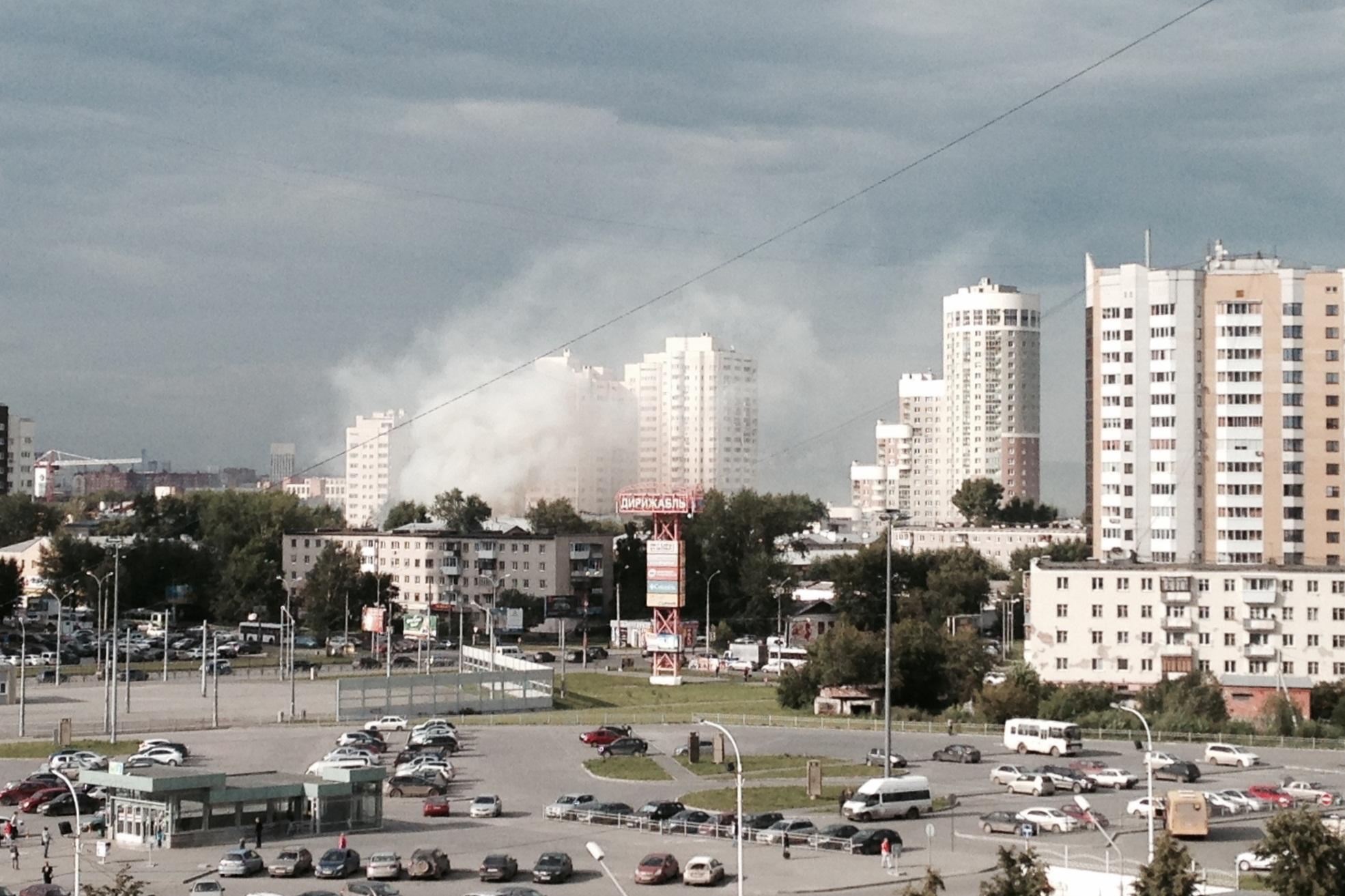 На Саввы Белых горит заброшенное здание