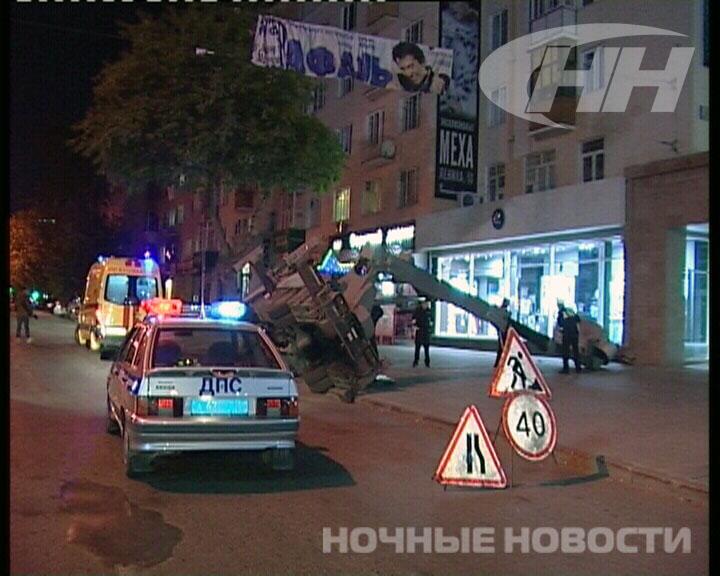 Ночью в центре Екатеринбурга упала автовышка