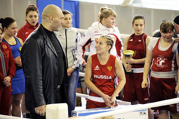Алина Кабаева и Николай Валуев вручили призы уральским боксерам