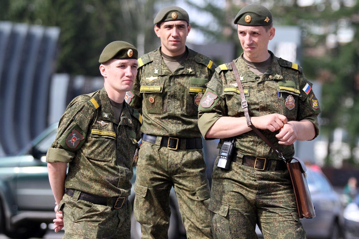 За героизм в мирное время. Владимир Путин присвоил трем воинским частям гвардейский статус