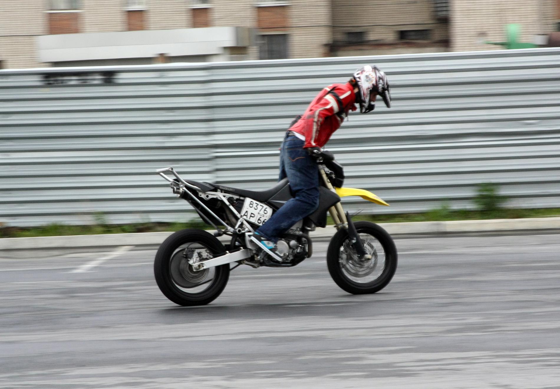 ГИБДД просит сообщать о мотоциклистах, ездящих не по правилам