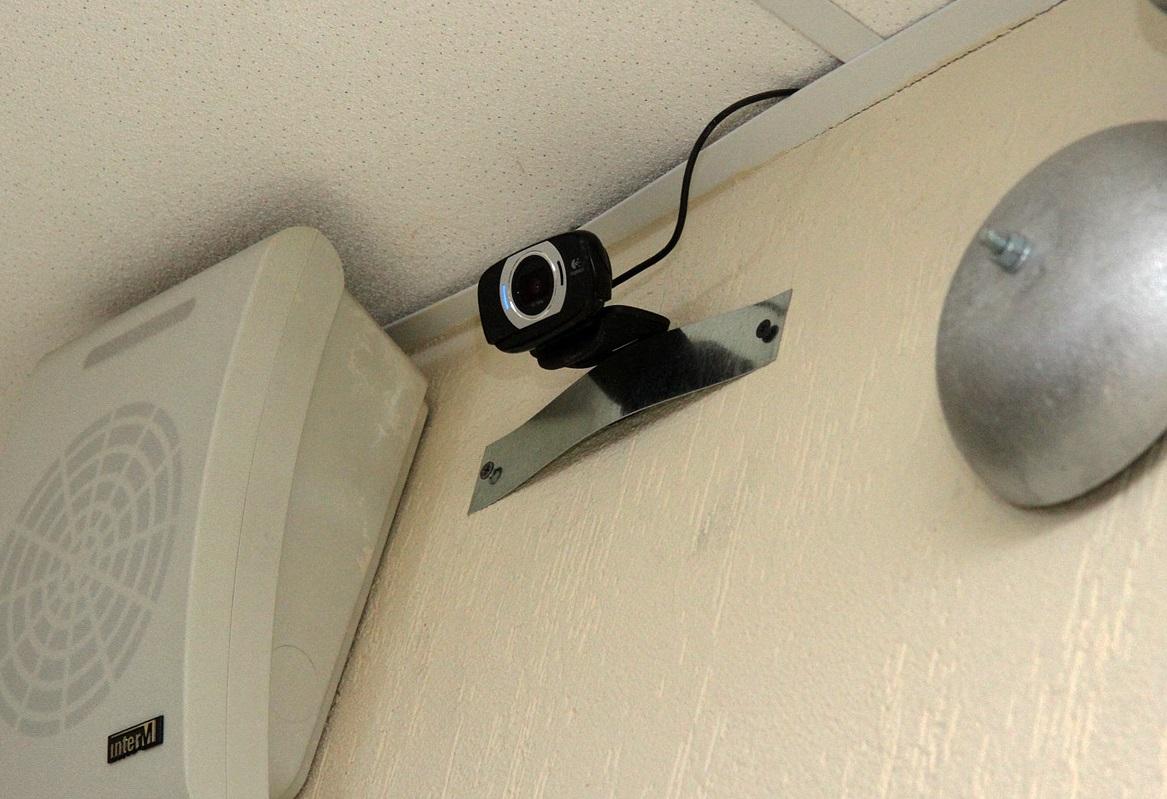 Медведев поручил Куйвашеву повесить камеры наблюдения во всех свердловских школах