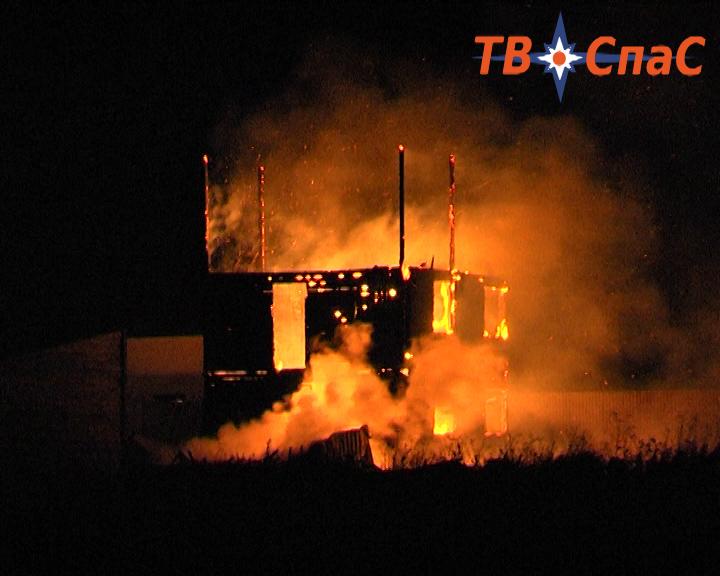 В Кольцово дотла сгорел коттедж, в пожаре погибла женщина