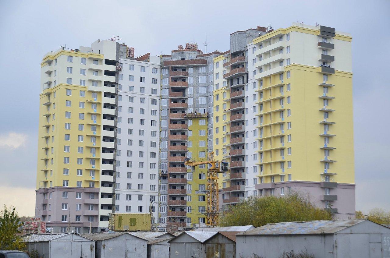 На улице Футбольной достроят дом для 16 обманутых дольщиков