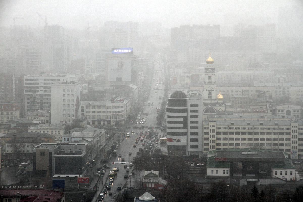 Екатеринбург накрыло весенним снегопадом