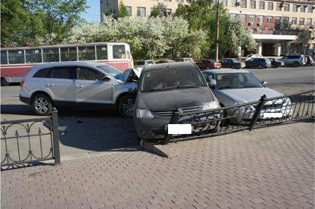В Нижнем Тагиле Audi Q7 устроил аварию с шестью автомобилями