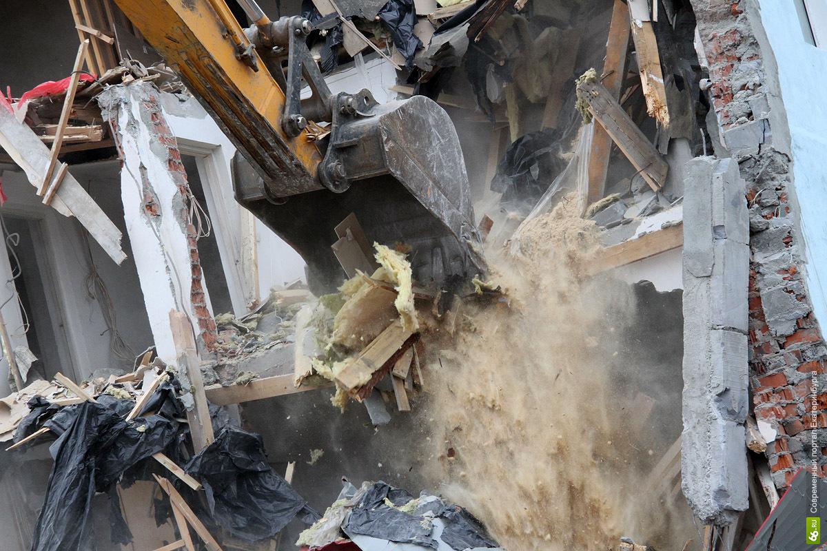 В Екатеринбурге попытаются снести нелегальный жилой дом