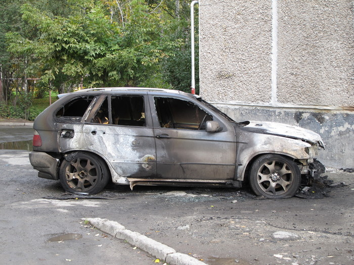 На юго-западе Екатеринбурга сгорел BMW X5