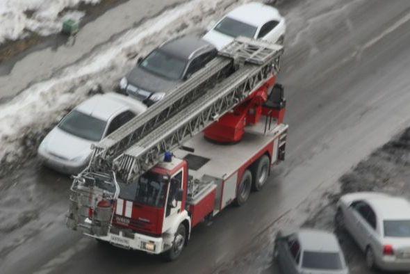 Под утро в пожаре на ЖБИ погиб мужчина