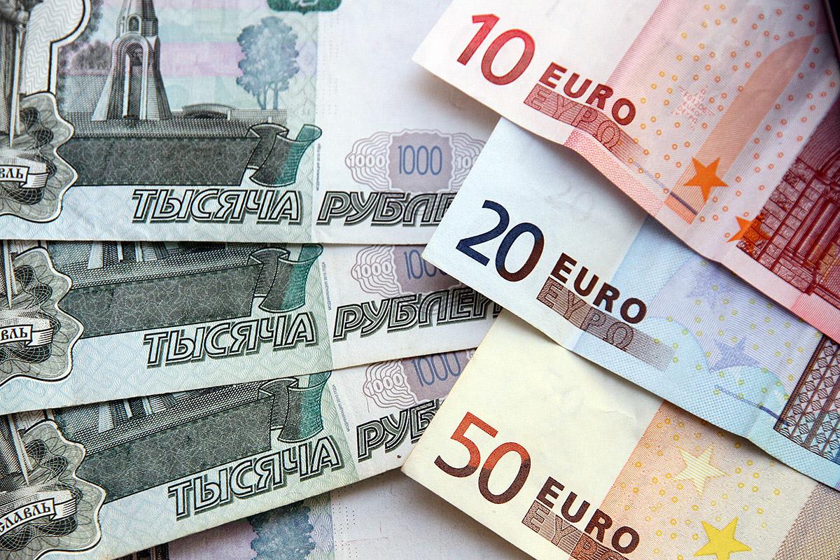 Растем! Евро упал ниже 68 рублей впервые с прошлого года