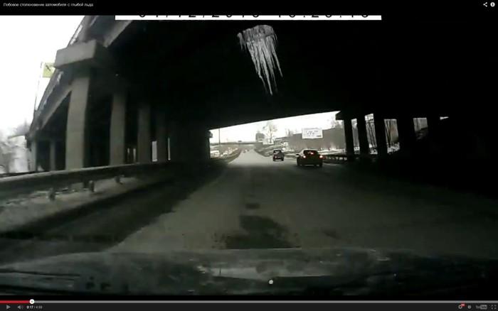 Огромная сосулька упала на автомобиль на улице Объездной