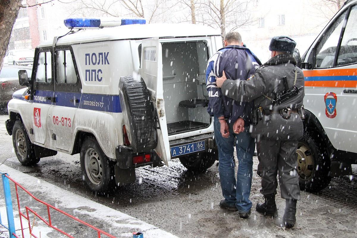 Хулиганы зрения лишают! В Невьянске пьяный мужчина пытался оставить полицейского без глаз