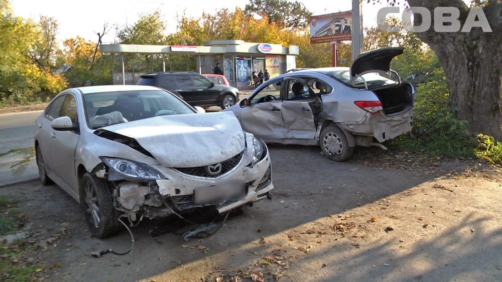 Возле остановки «Дачная» Nissan влетел в столб
