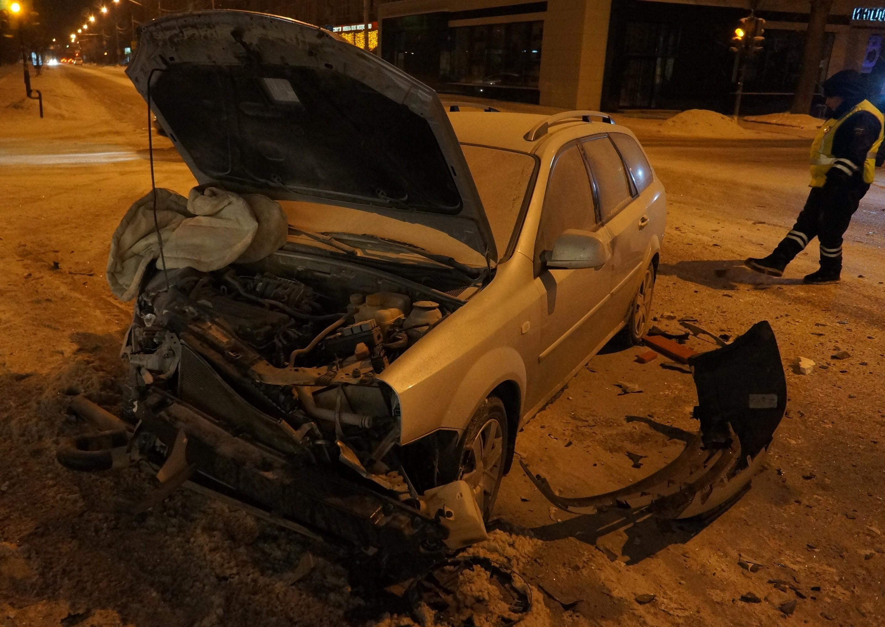 Водитель иномарки не уступил дорогу ВАЗу, запутавшись в односторонке