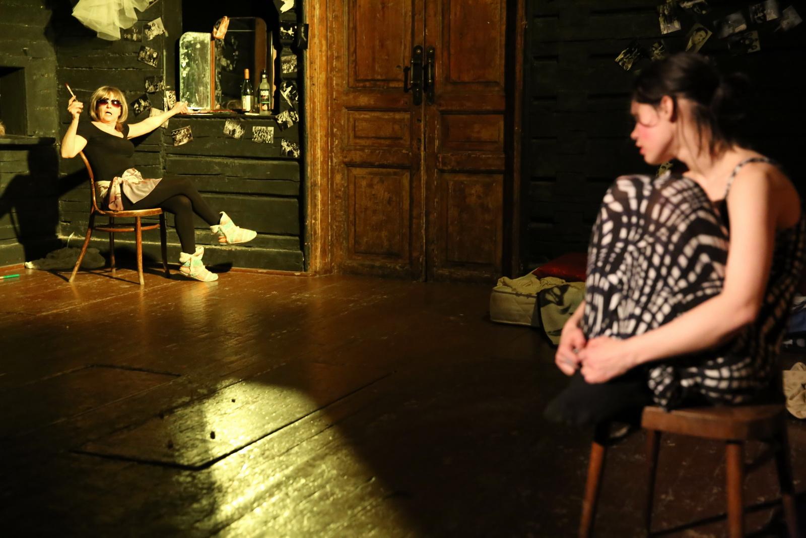 Жизнь в пудре и балетной пачке. Актеры ТЮЗа и «Коляда-театра» готовят премьеру в ЦСД