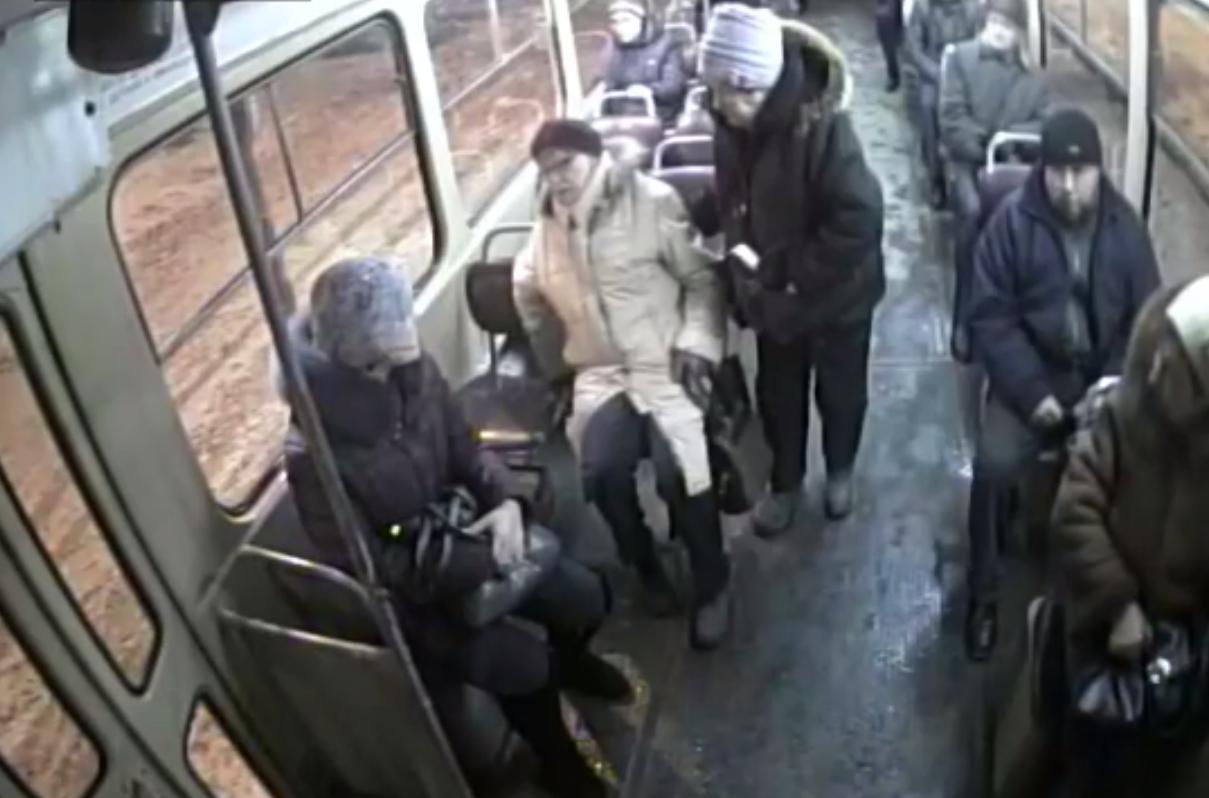 Пенсионерка упала и травмировалась из-за резкого торможения трамвая в Екатеринбурге