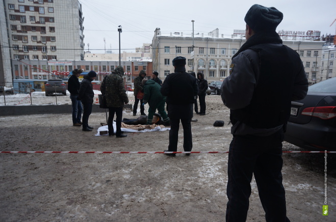 Самоубийцей, выпрыгнувшим из «Высоцкого», оказался 20-летний екатеринбуржец