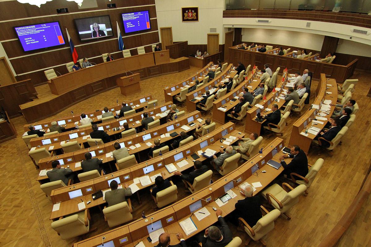 Свердловское Заксобрание приняло дырявый бюджет в первом чтении