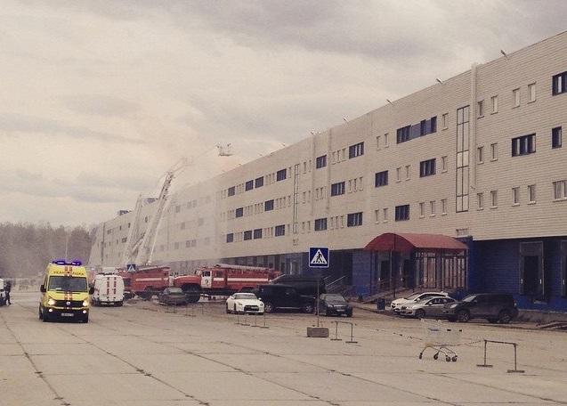 «Сима-ленд» залили с воздуха: пожарные учения с вертолетом всполошили горожан