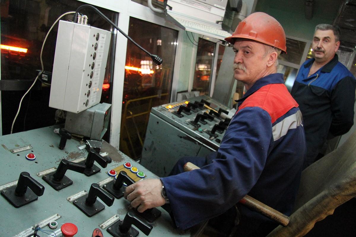 Слабый рубль помог заработать свердловским промышленникам