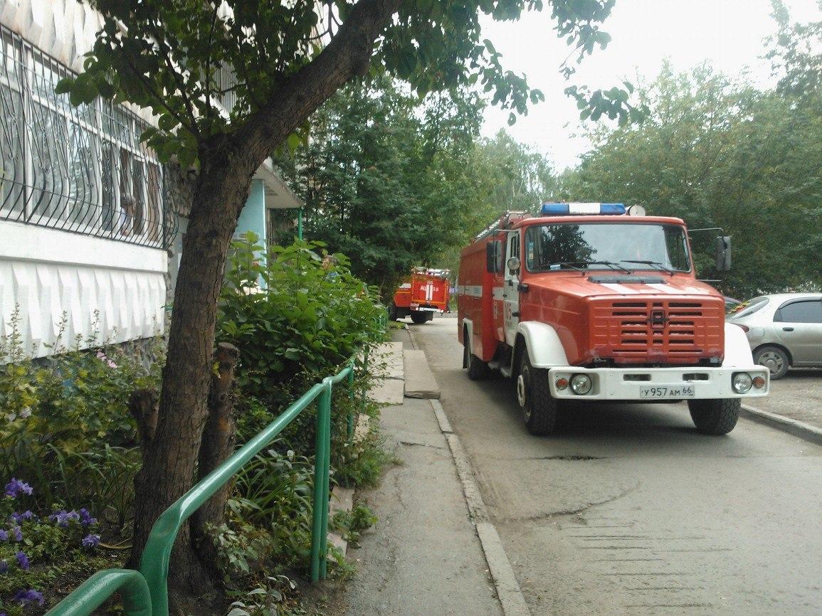 Пожарные тушили дом на улице Чкалова