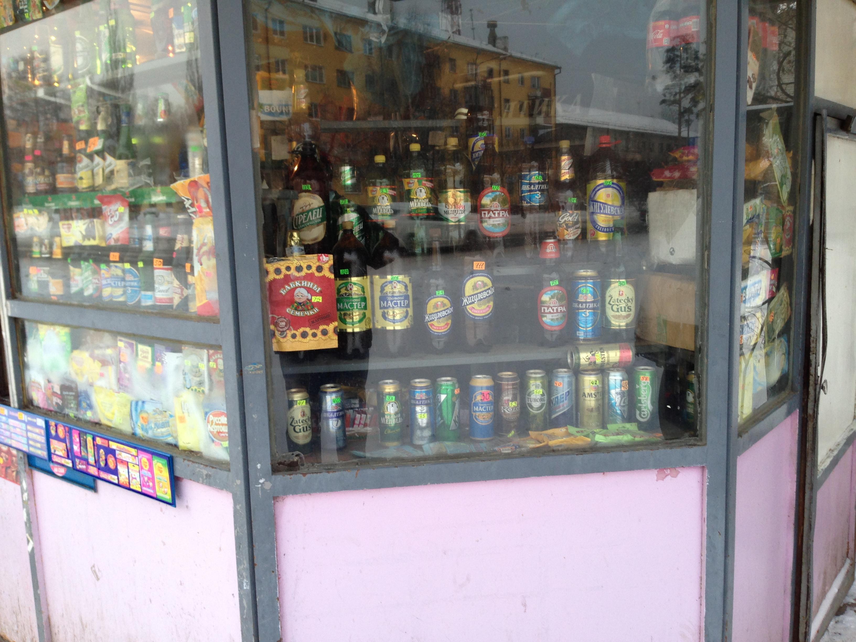 Закон суров: пиво в киосках продавать нельзя, но купить можно