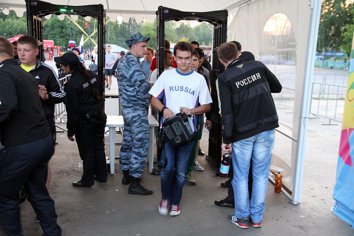 Сотня полицейских нашла всего двух хулиганов в фан-зоне ЦПКиО