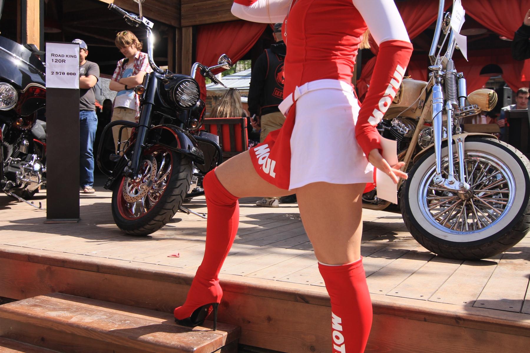 В тесноте, но не в обиде: в Екатеринбурге прошла выставка кастом-байков