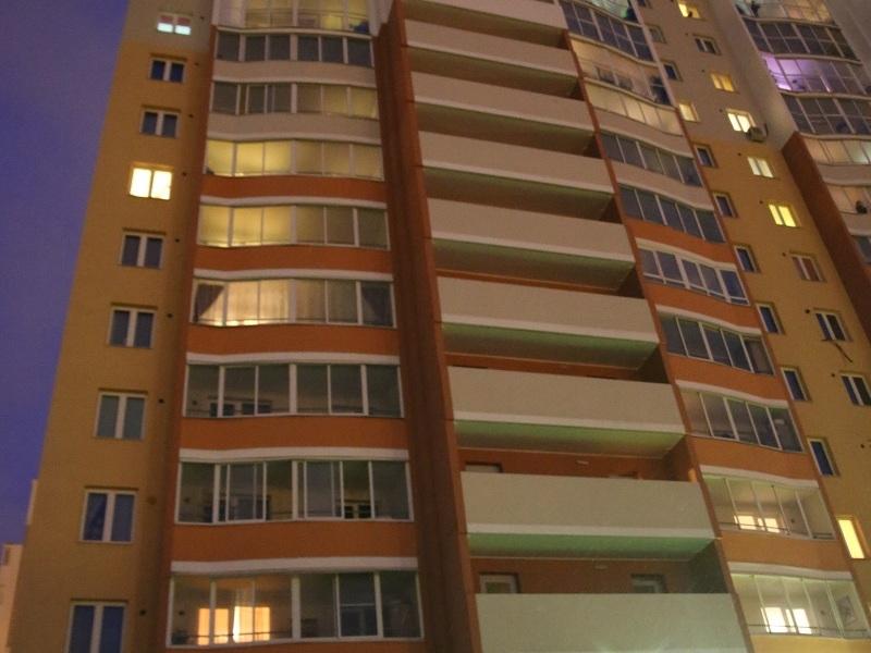 На Эльмаше мужчина выбросился с 15-го этажа