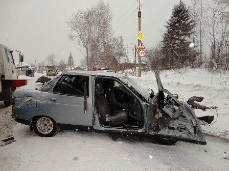 В Серове молодой водитель ВАЗа врезался во встречный КамАЗ