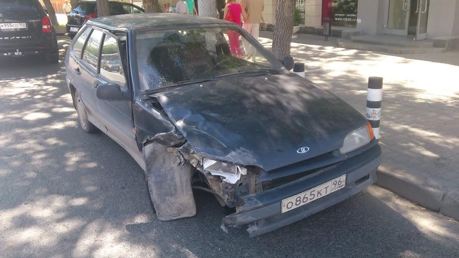 В центре Екатеринбурга иномарка не уступила дорогу «четырнадцатой»