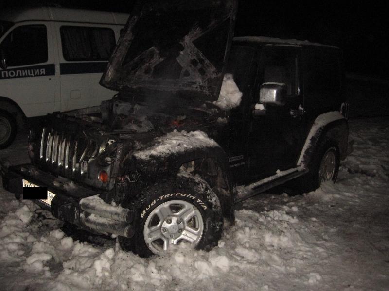 Неизвестные сожгли машины членов семьи бизнесмена из Серова