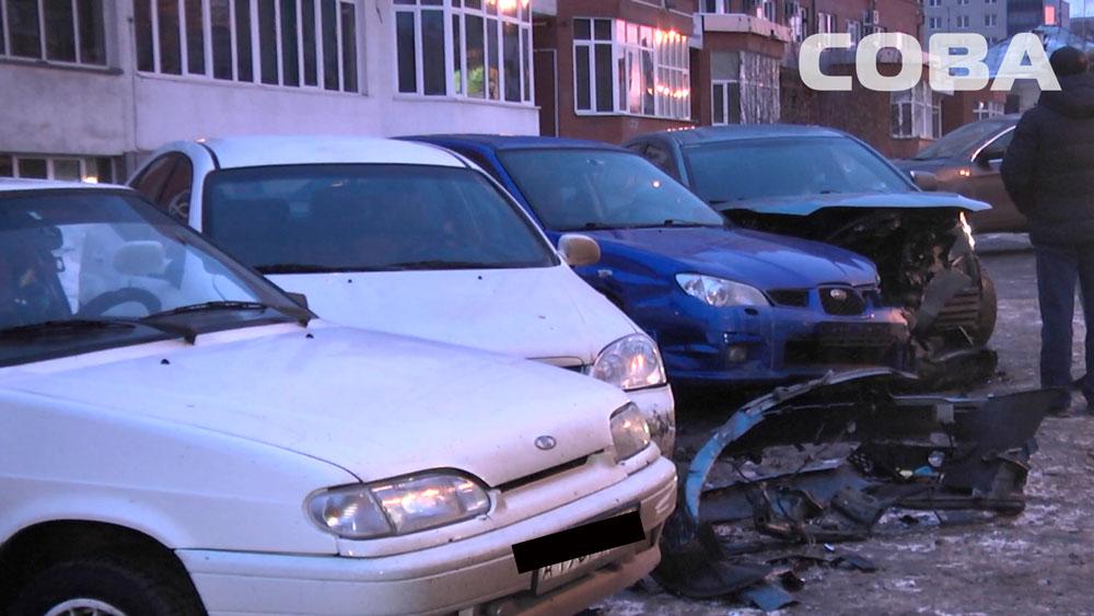 На Гурзуфской лихач смял несколько машин на парковке